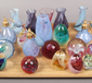 A tray of coloured glass art vases, p...