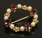 A 9ct gold garnet and pearl wreath br...