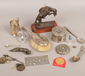 A box of metalware collectables inclu...