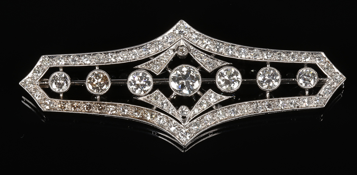An Art Deco white gold and diamond brooc