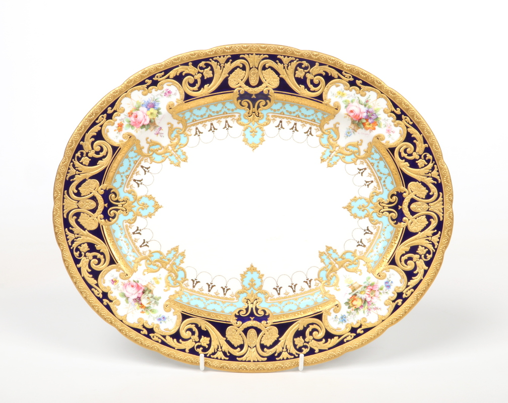 A fine Royal Crown Derby scalloped ovoid