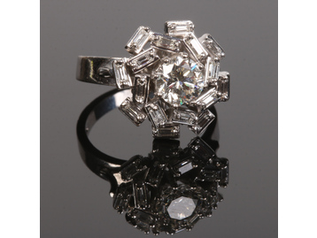 An 18 carat white gold diamond cluster r